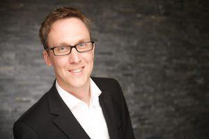 Mein Netzwerk: Portraitaufnahme von Maik Meid. Herr Meid ist Experte, Berater und Dozent für Fundraising und Digitale Kommunikation.