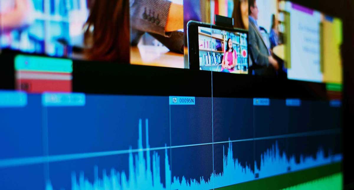 Ein PC-Bildschirm mit offenem Video-Schnittprogramm; ein Symbolbild für Arbeitsproben.